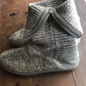 Girls size 4 knit boots